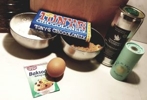 Ingredienten voor chocolate chip cookies met Olivarera olijfolie